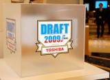 『プロ野球ドラフト会議 supported by TOSHIBA』、今年から指名が重複した際に行われる抽選のボックスが半透明仕様に (C)ORICON DD inc.