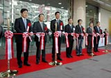 「LABI1 日本総本店 池袋」オープニングセレモニー時のテープカットの模様