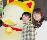 「まねきねこダックの歌」CD発売記念イベントを行った、(左から)たつやくんとマユミーヌ (C)ORICON DD inc.