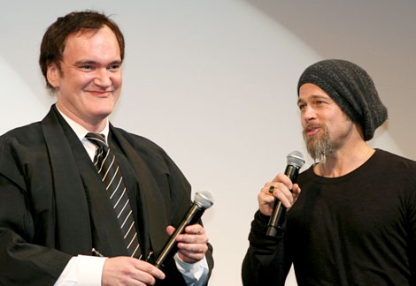 映画『イングロリアス・バスターズ』のジャパンプレミア上映会に出席したブラッド・ピット(右)とクエンティン・タランティーノ監督 (C)ORICON DD inc.