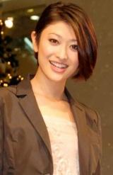 『スターツリー』点灯式に、髪を30〜40cm切ったショートヘアー姿で登場した山田優 (C)ORICON DD inc.