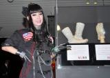 プリンセス天功が『マイケル・ジャクソン遺品展』のプロデュースを担当、ジャクソンさんが使用したグローブとソックスも展示 (C)ORICON DD inc.