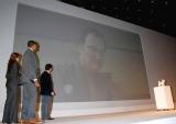 ソフトバンクモバイル新商品発表会で、テレビCM『白戸家の人々』シリーズにクエンティン・タランティーノ監督の仲間入りが発表 (C)ORICON DD inc.