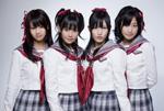 渡り廊下走り隊の4人。左から平嶋夏海、多田愛佳、渡辺麻友、仲川遥香