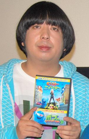 映画『モンスターVSエイリアン』DVD発売記念イベントで、ぎっくり腰を明かしたバナナマン・日村勇紀 (C)ORICON DD inc.
