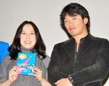 10月に行われたDVD発売イベントに夫婦そろって登場した倉田真由美と夫の叶井俊太郎氏 (C)ORICON DD inc.