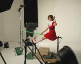 """相武紗季が""""魔法使いサリー""""に変身する『OCN』新CMの撮影風景"""