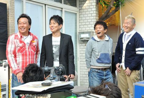 新CM撮影に笑顔で臨む(左から)三村マサカズ、宮迫博之、浜田雅功、ウド鈴木