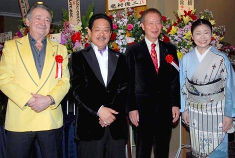 アントニオ・古賀の芸能生活50周年記念パーティに出席した、(左より)クロード・チアリ、アントニオ・古賀、角川春樹氏、神野美伽 (C)ORICON DD inc.