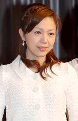 『デジタル放送の日の集い』に出席した地上デジタル放送推進大使の森本智子