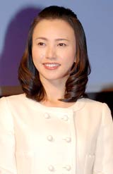 『デジタル放送の日の集い』に出席した地上デジタル放送推進大使の島津有理子