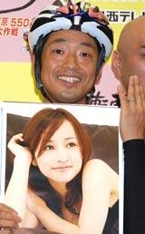 安田大サーカス・団長(写真の女性は妻のさちさん)