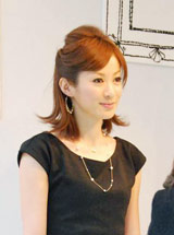 自身がプロデュースを務めるジュエリーブランドの取り扱いショップに来店した高垣麗子(C)ORICON DD inc.