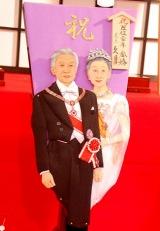 """今年の""""話題の人物""""をモデルにした「変わり羽子板」がお披露目、天皇陛下・皇后陛下『祝 在位二十年・金婚』 (C)ORICON DD inc."""