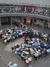 「ヴィーナスフォート」アウトレットフロアオープンに約2000人が開店前から列