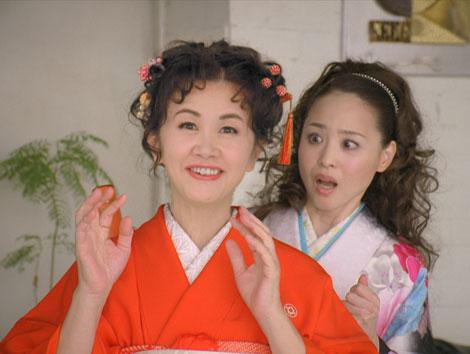 『お正月を写そう』新CMに出演する中島みゆきと松田聖子(右)