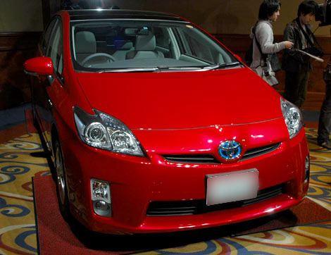 エコカー減税の影響もあり、売上を伸ばしたハイブリッドカー『プリウス』(トヨタ自動車)