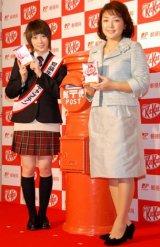 受験生応援商品『キットメール』発売開始セレモニーに出席した、(左から)北乃きいと原日出子 (C)ORICON DD inc.