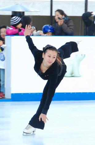 『フォルクスワーゲン スケートリンク』でスケーティングを披露した浅田舞 (C)ORICON DD inc.