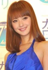イメージキャラクターを務める『新カロリ。』のサンプリングイベントに登場した佐々木希 (C)ORICON DD inc.