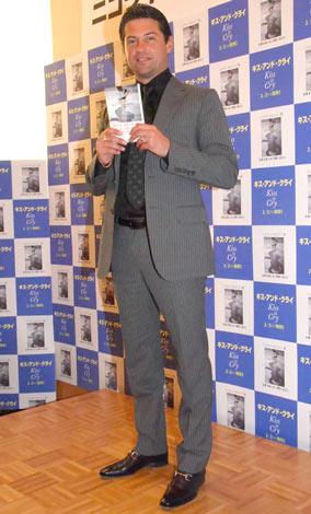 著書『キス・アンド・クライ』の出版発表会見を行ったニコライ・モロゾフ氏 (C)ORICON DD inc.