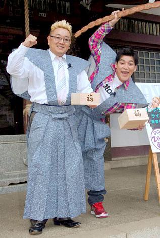 DVD『新宿与太郎狂騒曲』のヒット祈願イベントを行ったサンドウィッチマン(左から伊達みきお、富澤たけし) (C)ORICON DD inc.