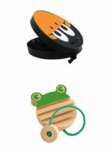 封入される木製おもちゃ(上)「カスタネット」(下)「カエルのギロ」