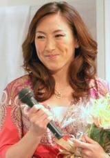 海外ドラマシリーズ『LOST』の凱旋会見に、花束贈呈のためゲスト出演した杉山愛 (C)ORICON DD inc.