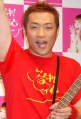 スザンヌがプロデュースする熊本応援ソング「ダイスキ!くまもとファイヤー」の作詞作曲を務めるはなわ (C)ORICON DD inc.