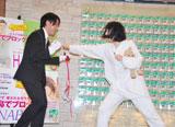バレンタインデーにちなんで用意した報道陣に贈るチョコレートをステージ上で叩き割った鳥居みゆき(C)ORICON DD inc.