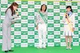 『グリーンジャンボ宝くじ』発売開始記念イベントの模様(中央はゲストのゆってぃ)