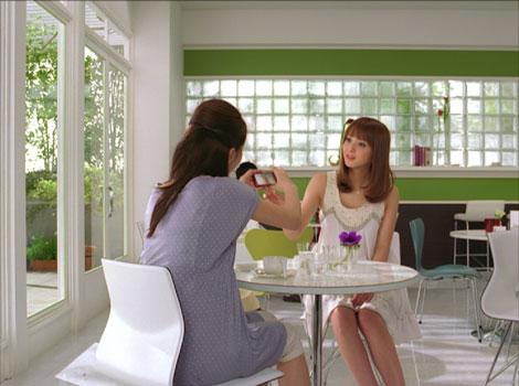 佐々木希を撮影しようとする友人/『FinePix Z700EXR』(富士フィルム)新CM