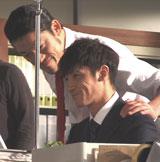 アントキの猪木と玉木宏(右)が出演する『クロレッツアイス(R)』新CMメイキングカット