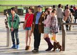 撮影風景の様子(左から)小池徹平、篠田麻里、佐藤浩市、小嶋陽菜、大島優子/JRA新CM