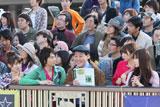 佐藤浩市がデレっとした表情の上島竜兵になってしまい不思議がる4人(左から)大島優子、小池徹平、上島竜兵、篠田麻里子、小嶋陽菜