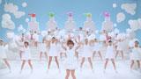 大勢のバックダンサーと一緒にダンスを披露する辻希美/『ナイーブ』新CM