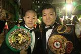 亀田興毅はフィリピン合宿から一旦帰国して、すぐ渡英。兄弟チャンピオンとしてワールドプレミアに招待された