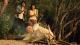 釣った魚を焼こうとする(左から)反町隆史、長谷川潤、藤原竜也/『キリンゼロ<生>』CM