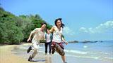 海辺ではしゃぐ(左から)藤原竜也、反町隆史、長谷川潤/『キリンゼロ<生>』CM