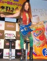『ファンタ』新CMに出演するロックバンド・FANTAのギタリスト マーティ・フリードマン(Friedman) (C)ORICON DD inc.