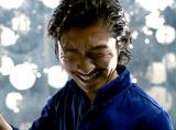 あまりの爽快感にもだえるMAKIDAI/『ロートジー(R)』新CM