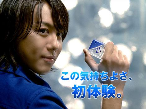 カメラ目線でキメるTAKAHIRO/『ロートジー(R)』新CM