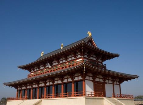 文化庁が9年の歳月をかけて復元したメイン会場の目玉のひとつ、「第一次大極殿」の様子