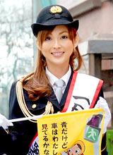 東京・原宿警察の一日署長に就任した押切もえ