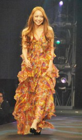 ファッションイベント『GINGERヴィーナス誕生祭2010』に登場した安室奈美恵 (C)ORICON DD inc.