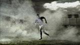 内田篤人選手がボールを追う姿は試合そのもの/ソニー「JAPAN SURPRISE. 世界は驚きを待っている。」キャンペーンCM