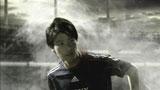 ピッチでの躍動感あふれるプレーをCMでも見せる内田篤人選手/ソニー「JAPAN SURPRISE. 世界は驚きを待っている。」キャンペーンCM