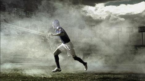 躍動感あふれるプレーをCMでも見せる内田篤人選手/ソニー「JAPAN SURPRISE. 世界は驚きを待っている。」キャンペーンCM