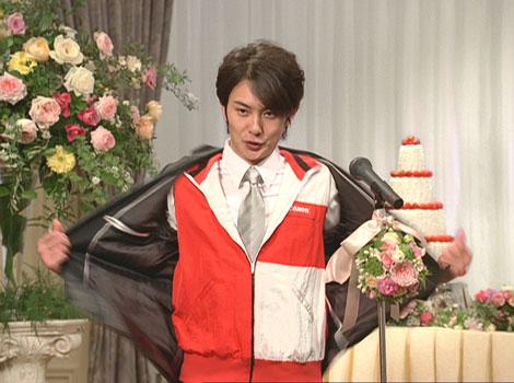 早着替えの瞬間! スーツ姿からベストに変身する岡田将生/『PIXUS』(キヤノン)新CM
