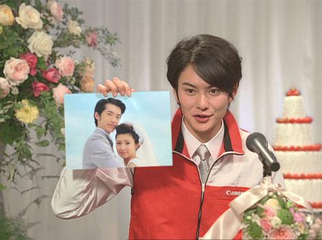岡田将生は『PIXUS』の機能を説明しながら力の入ったスピーチ/『PIXUS』(キヤノン)新CM